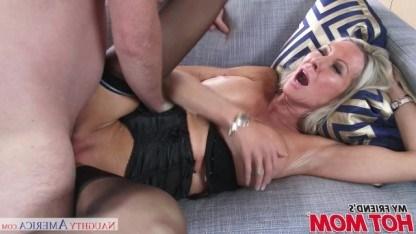Блондинка Эмма Старр показала другу сына суперский секс