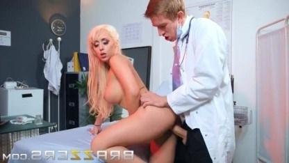 Блондинка излечила свою сексозависимость трахнувшись с озабоченным доктором