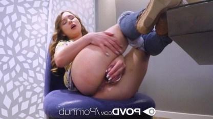 Красивая девушка устраивается на работу занимаясь сексом с начальником
