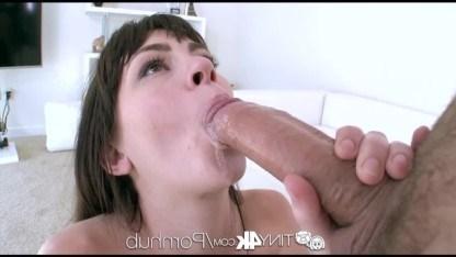 Крошка Ханна Хартман потянулась ртом к члену и одурманила парня заняться сексом