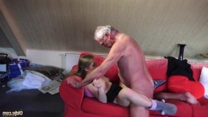 Молодая девушка хочет своего деда и добивается желаемого всеми способами