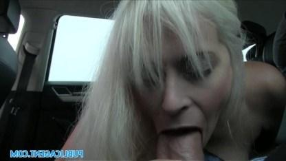 Совратил грудастую блондинку и трахнул в своей машине как грязную шлюшку