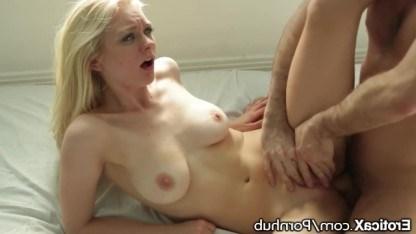 Стройная блондинка Алли Рае исполняет все интимные мечты молодого мужчины