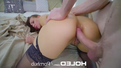 В поисках анального секса Aidra Fox мастурбирует попку и предлагает себя парню