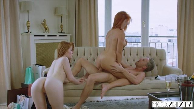Две рыжие лесбиянки соблазнили страстного француза для классной групповушки