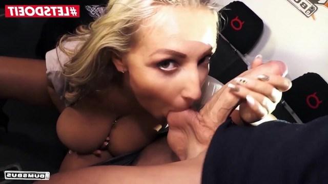 Милфа села в автобус, который специально оборудован для жесткого секса