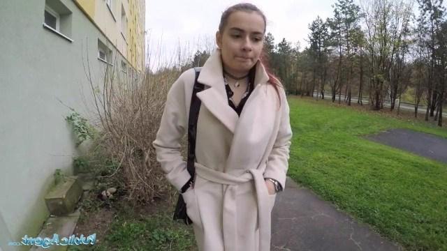 Пикапер снял себе русскую студентку, чтобы заняться с ней быстрым сексом