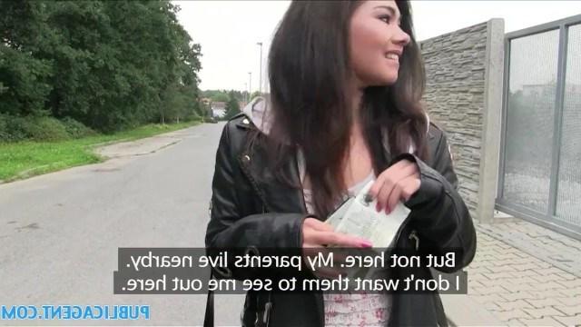 Пикапера заинтересовала молодая азиатка и чувак подкупил телку на секс в машине