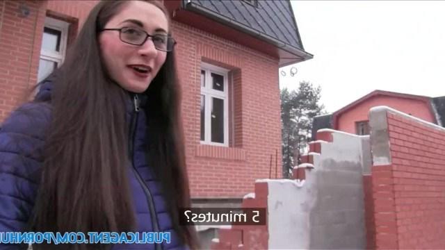 Русская туристка только приехала в Прагу, а ее уже натягивает пикапер